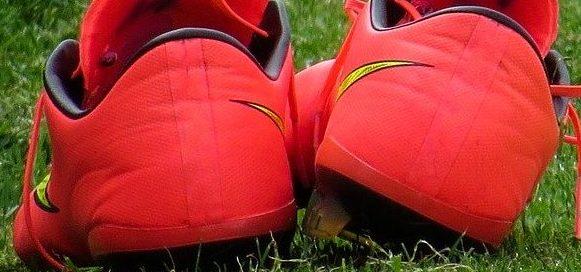 welche Materialien bei Fußballschuhen