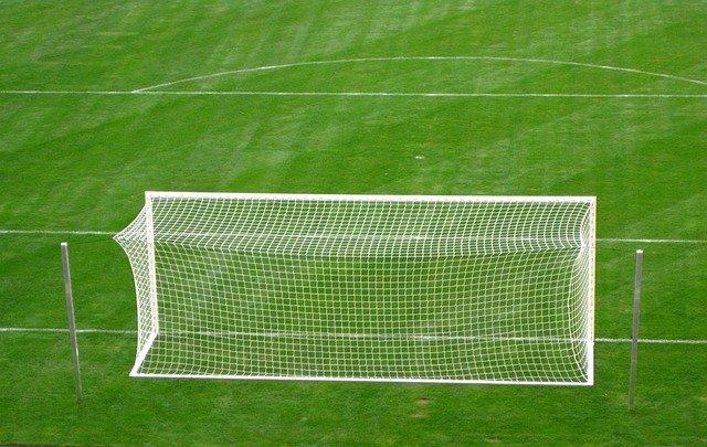 Was bedeutet der Halbkreis am Strafraum auf dem Fußballplatz